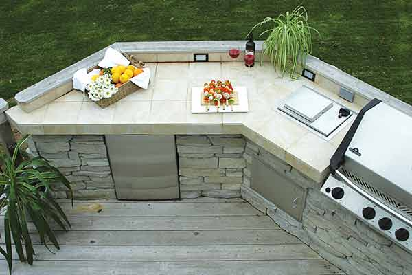 From budget, DIY-style, to custom-built high-end, an outdoor kitchen makes for an enjoyable al fresco cooking space.