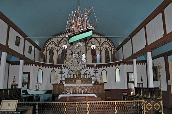 The church on Ile-aux-Marins has a wooden, hull-shaped ceiling; the ship commemorates all the sailors of the island.