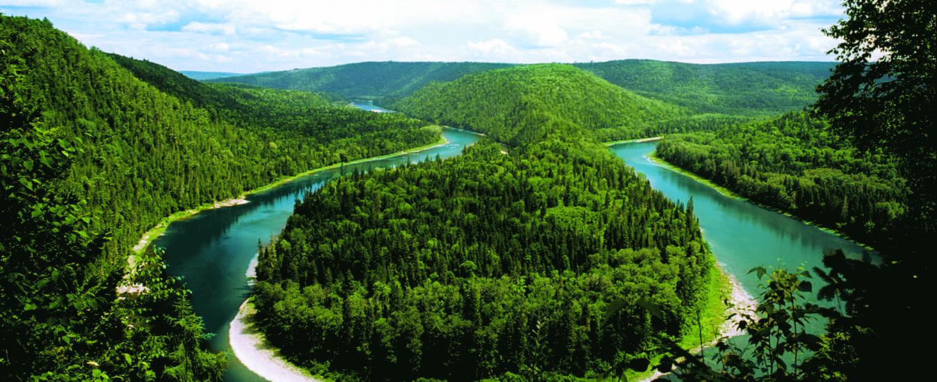 The Restigouche River makes a horseshoe turn at Cross Point.